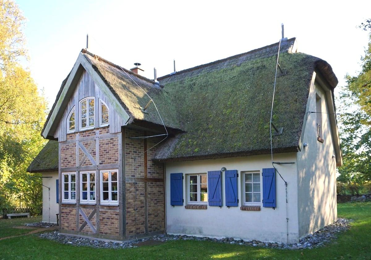 Bevorzugt HARTFIEL & CO. - Ferienhaus Reetdachhaus Rügen DM02
